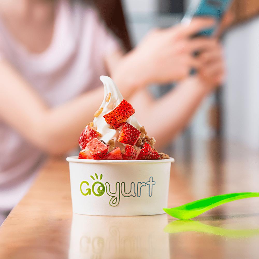 goyurt-helado-beneficios-fresas-yogurt-min